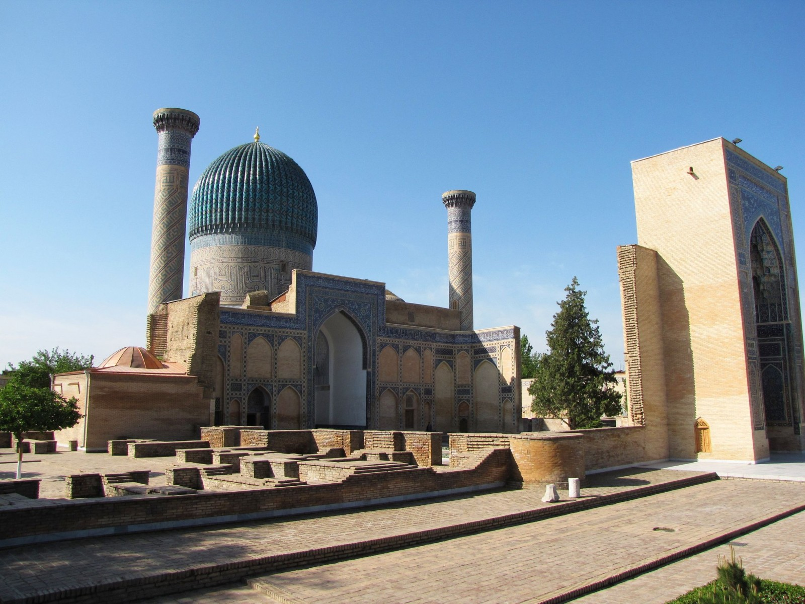 gur-e-amir-mausoleum-in-samarkand-uzbekistan-1600x1200